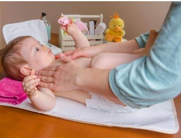 تدليك الأطفال - تدليك الأم لطفلها وفوائده